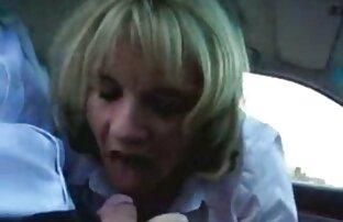 سکس با انزال روی عکسکیر سفید صورت از یک فاحشه مهربان