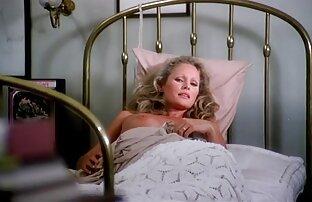 دختر پرشهای کردن در مقابل دوربین مخفی فیلم سکسی جوراب سفید در اتاق خواب