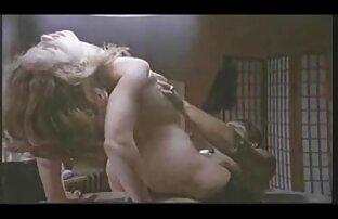 زیبایی روسیه گلپر در جوراب ساق بلند سفید سکسکوس سفید