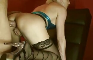 یک زن روسپی جوان است که توسط یک سکسسفیدبرفی متخصص زنان مورد بررسی قرار
