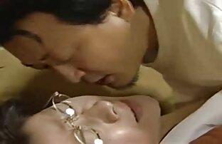 سبزه آتشین توسعه هر دو سوراخ فیلم سکسی خارجی سفید خود را با dildo